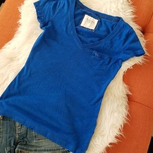 👚Abercrombie & Fitch v-neck tee